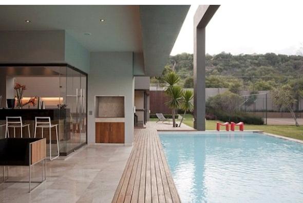 Varanda com piscinaa