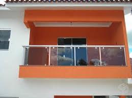 Varanda de vidro na cor laranja