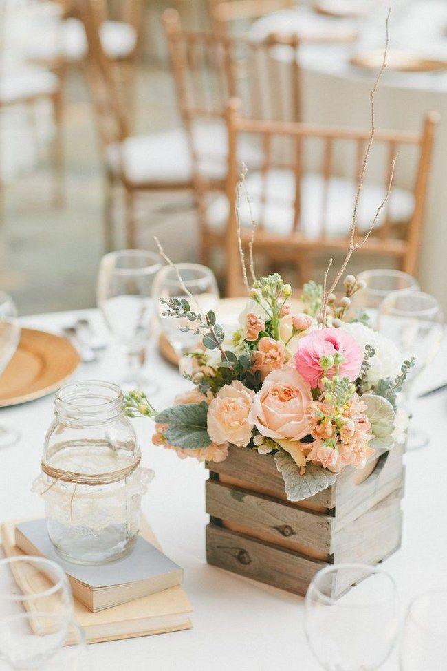 arranjos de mesa para casamento com caixinhas de madeira