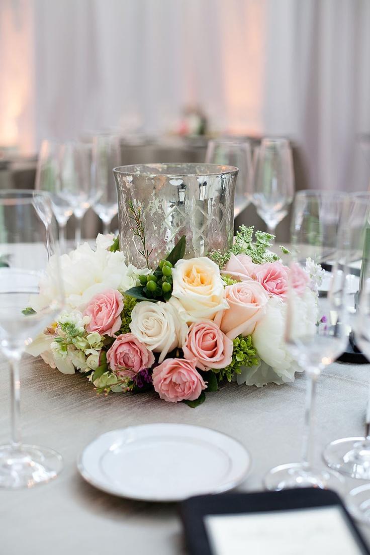 arranjos de mesa para casamento com rosas brancas