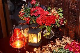 decoração de festa indiana com flores