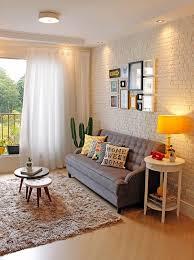decoração de parede de sala de estar com quadros