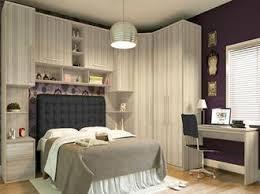 decoração de quarto de casal pequeno com guarda-roupa compartimentado