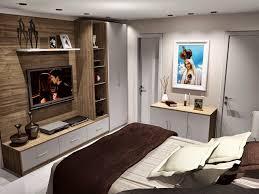 decoração de quarto de casal pequeno com guarda-roupa em nichos