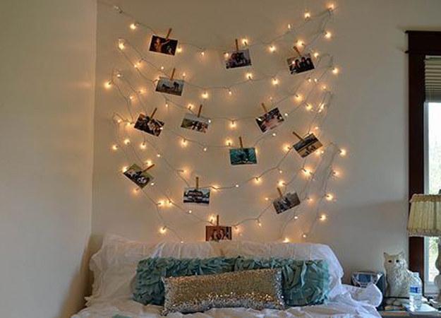 luzes com fotos na parede