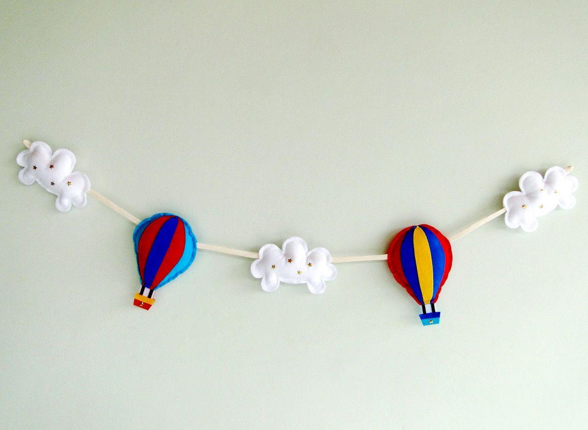 varal de fotos com baloes com nuvens