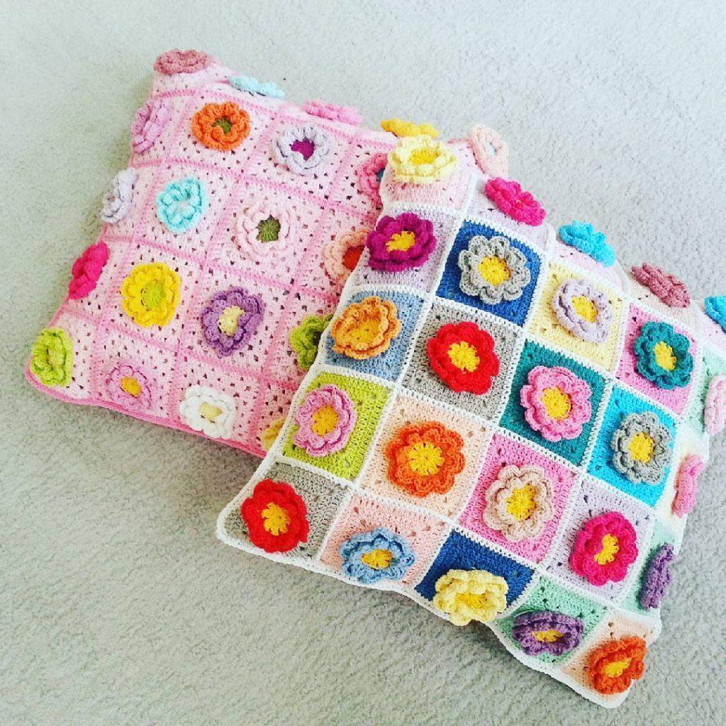 Flor de crochê na almofada diversas