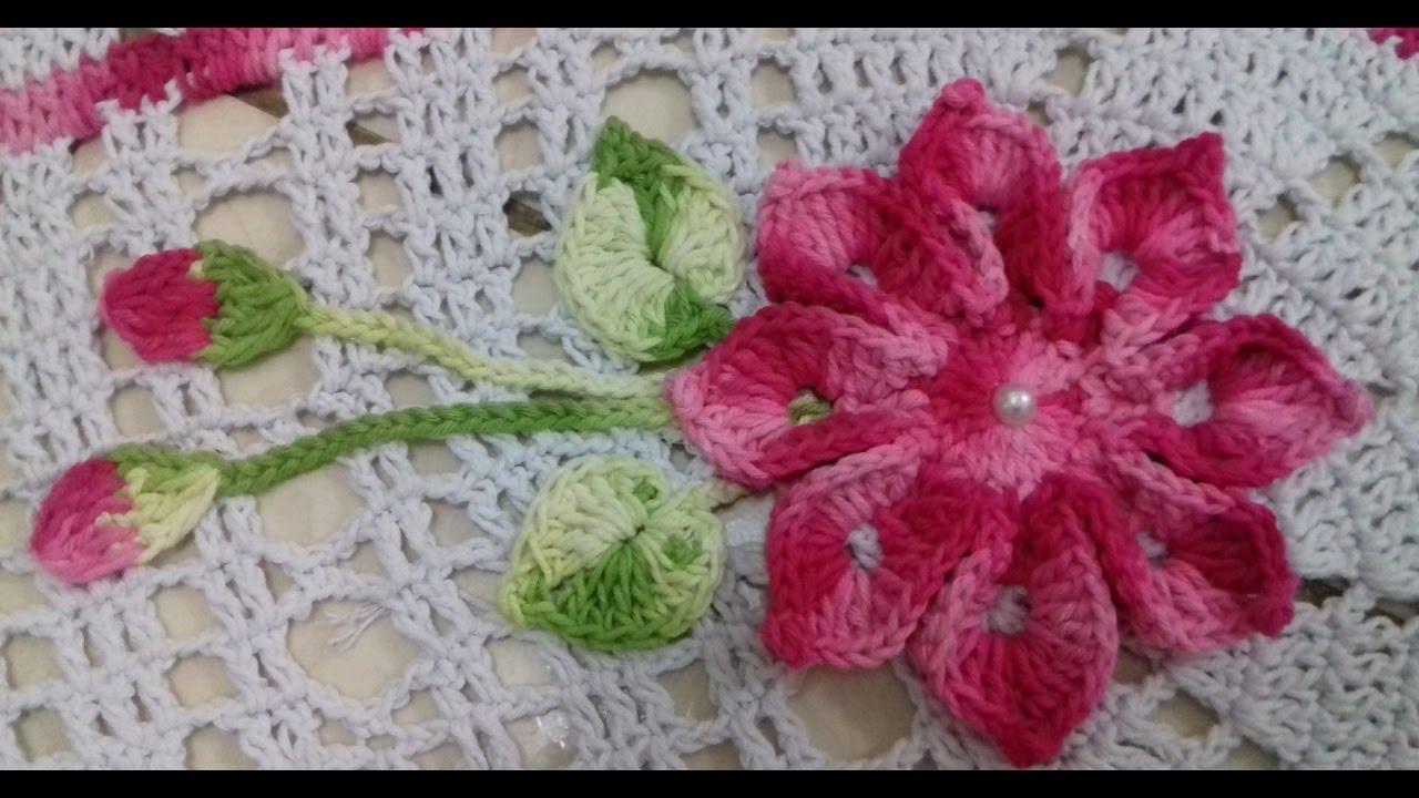 Flores de crochê com folhas