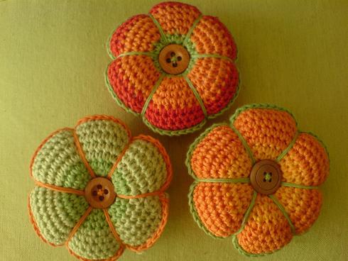 Flores de crochê e botão
