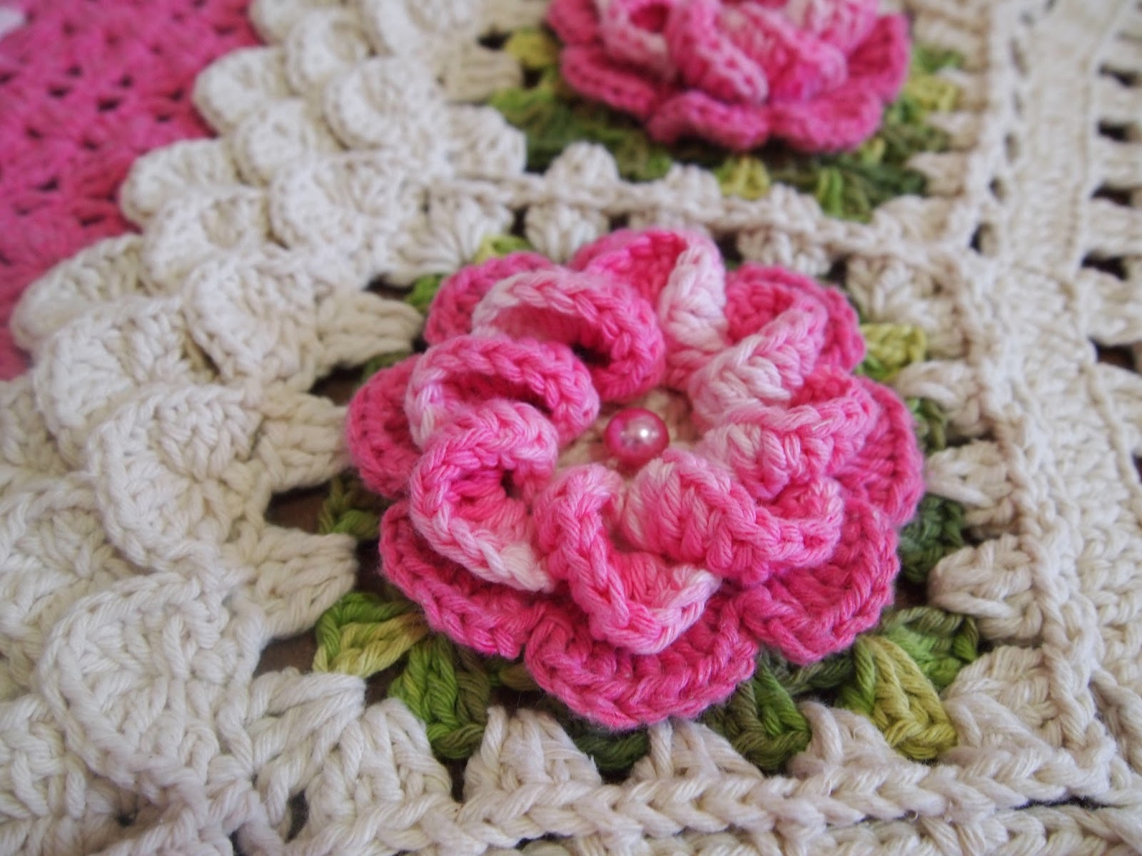flores de crochê caracol com perola