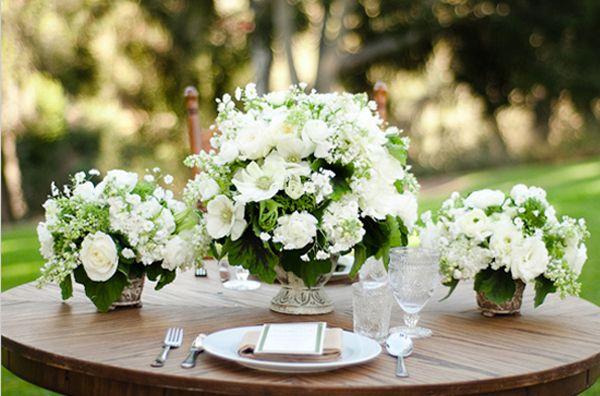 Arranjos de mesa branco