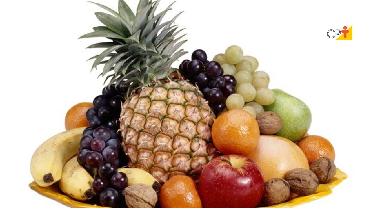 Arranjos de mesa com frutas tropicais