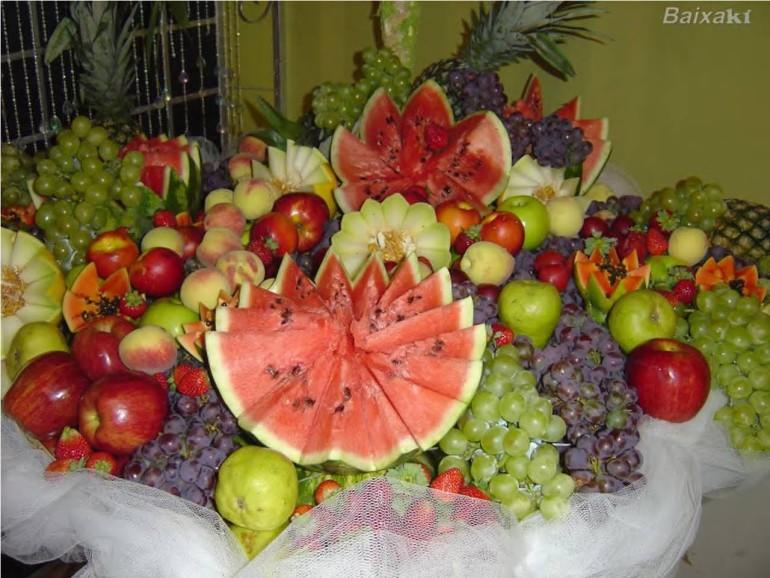 Arranjos de mesa com frutas