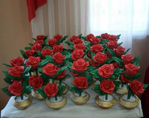 Arranjos de mesa de eva co rosas vermelhas