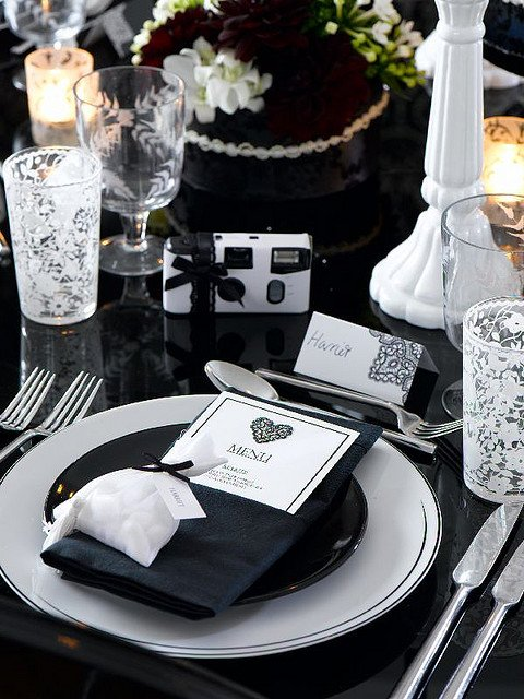 Arranjos de mesa preto e branco clássico