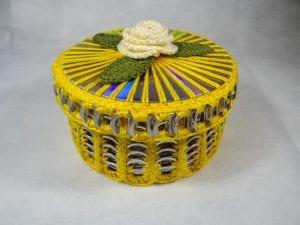 Artesanato com cd reciclado em forma de caixinha