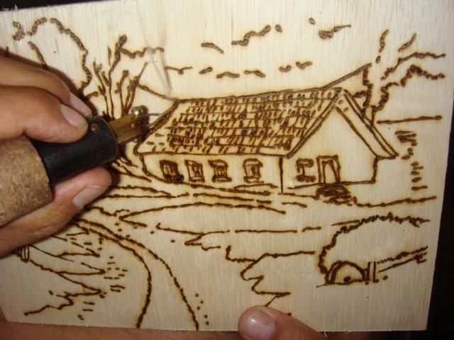 Artesanato em madeira com pirografo