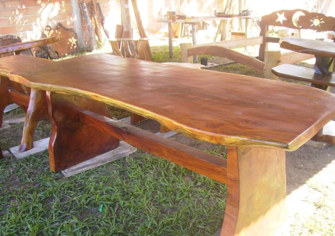 Artesanato em madeira de eucalipto mesa