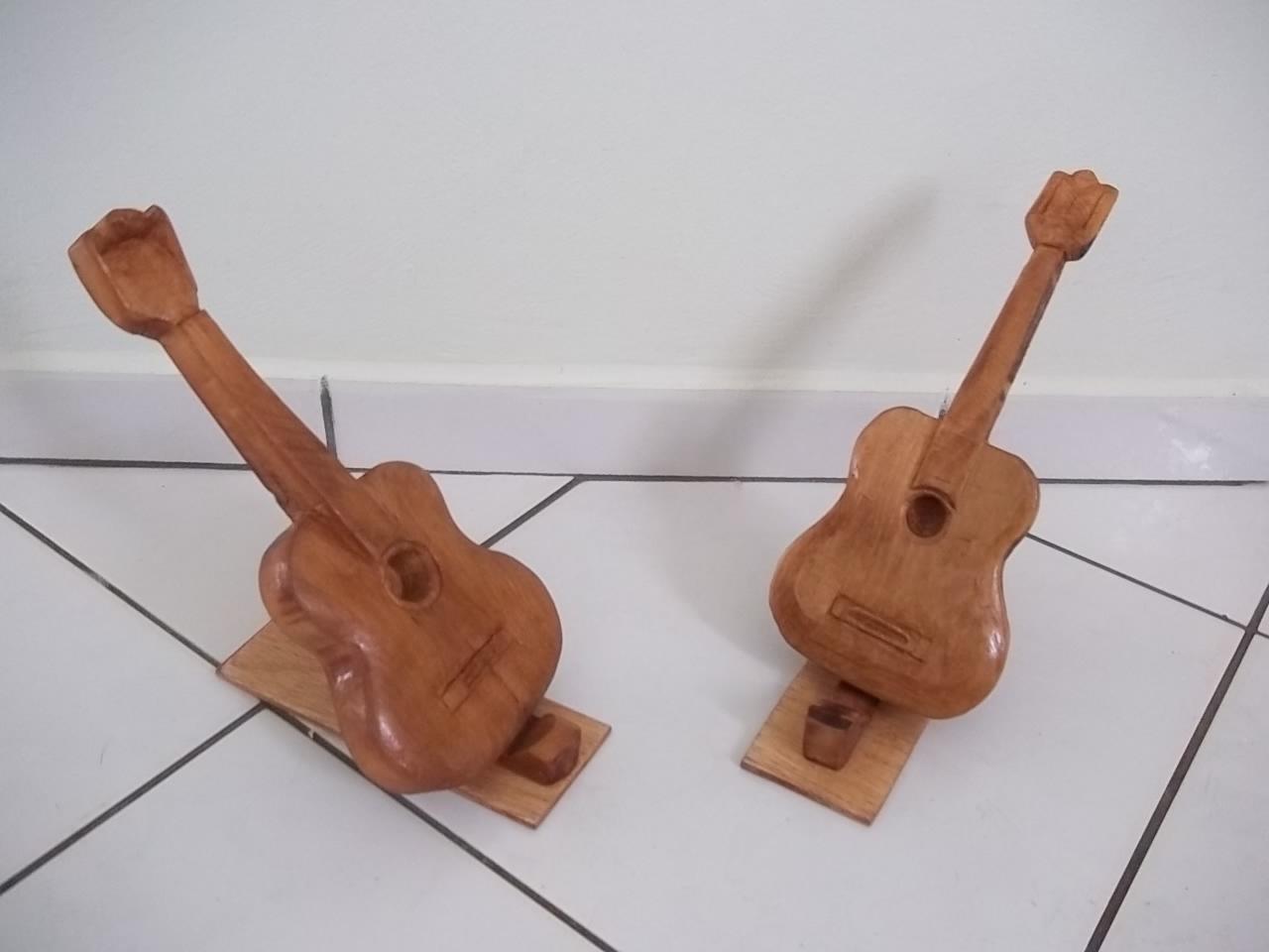 Artesanato em madeira maciça