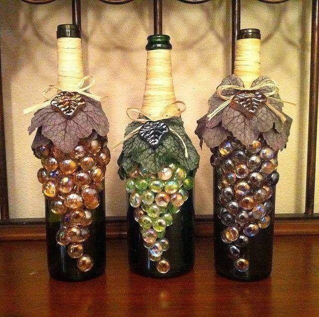 Garrafas decoradas com pedras
