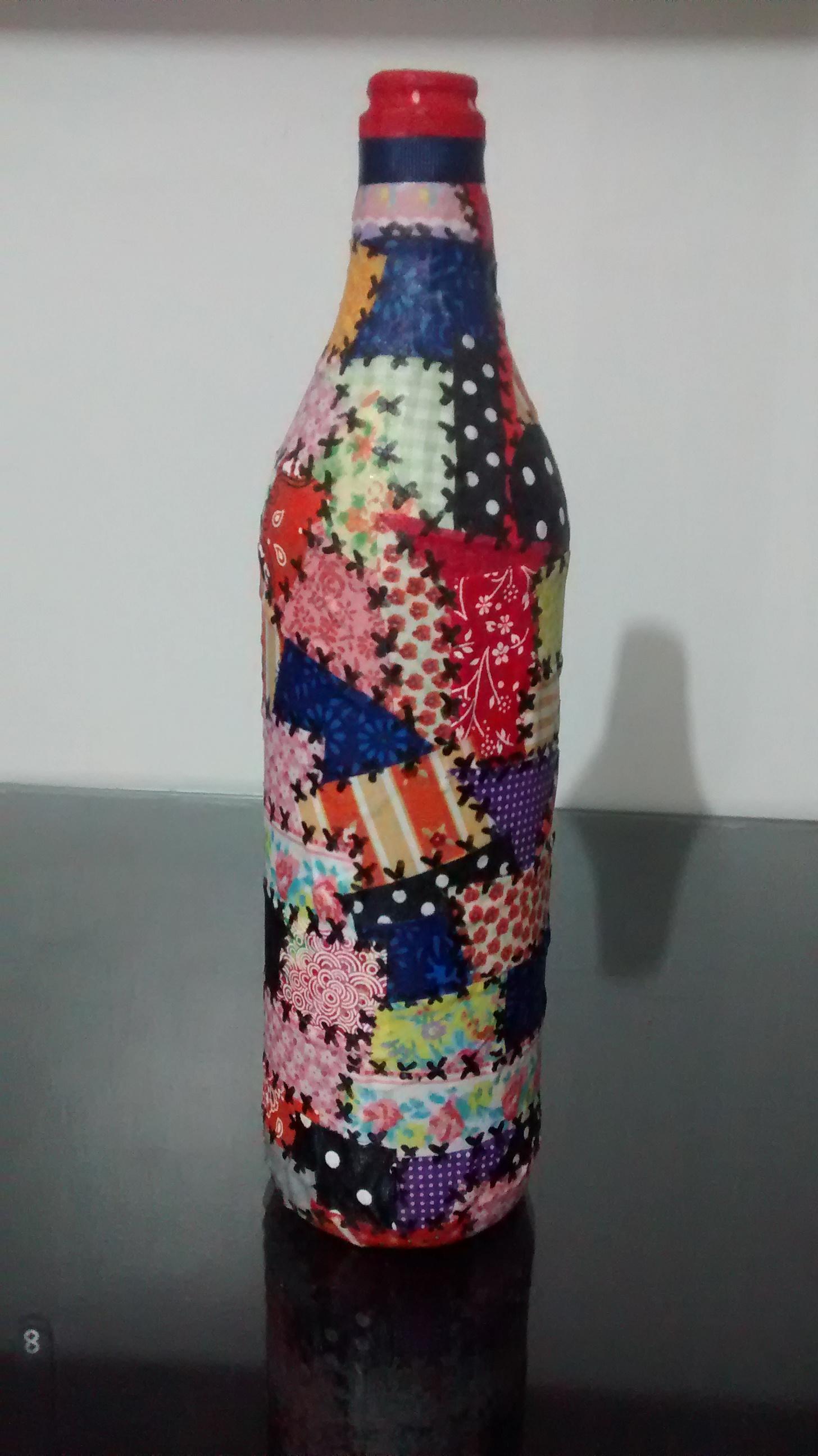 Garrafas decoradas com tecidos
