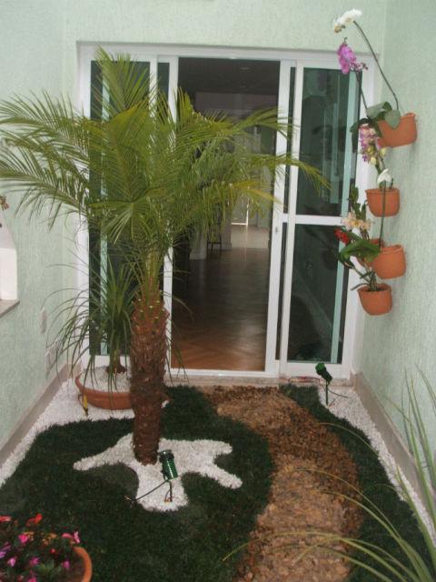 Jardim de inverno artificial com árvore