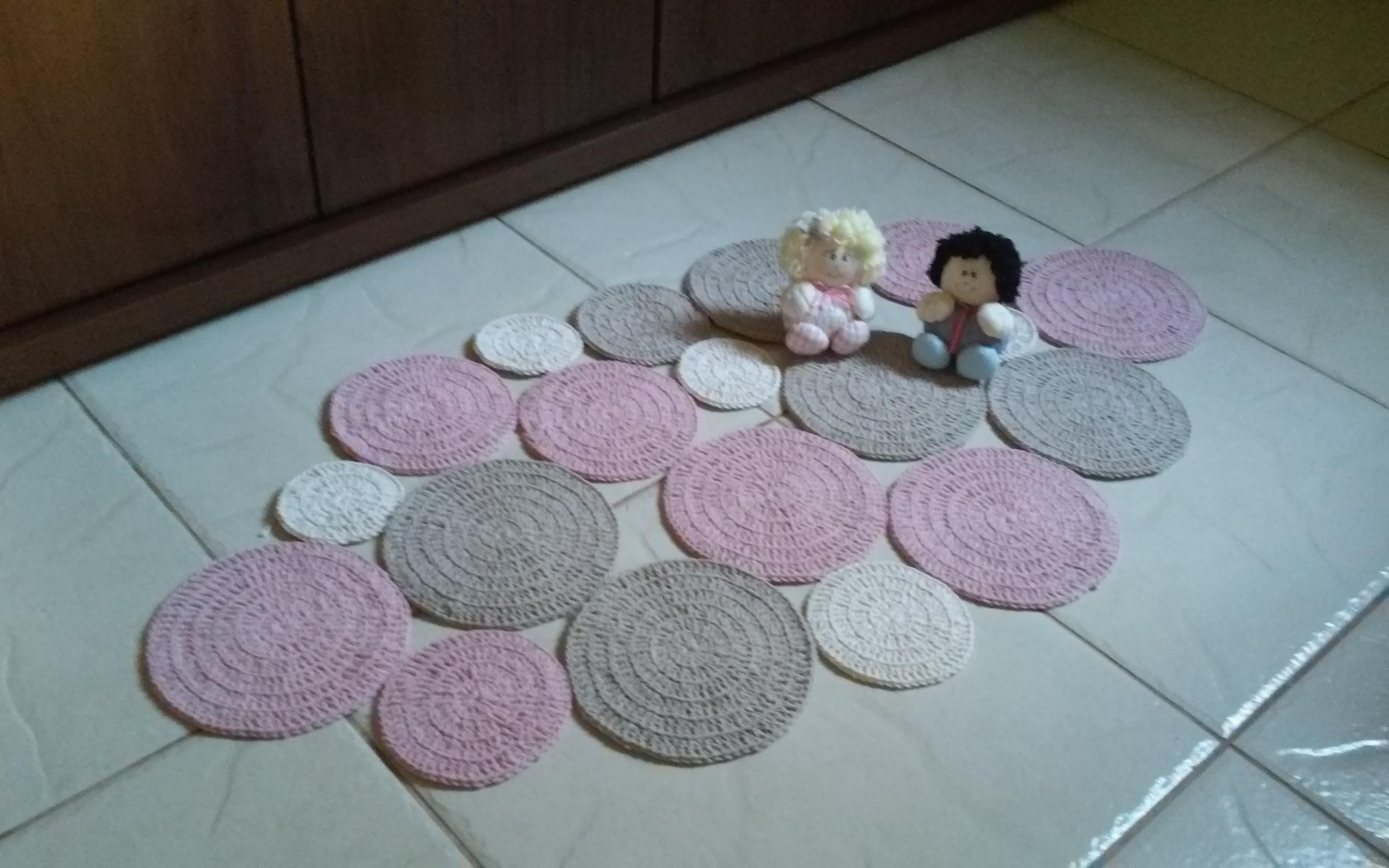 Tapetes Para Quarto De Bebe Em Croche Redival Com ~ Tapetes Para Quarto De Menino E Foto Na Parede Do Quarto