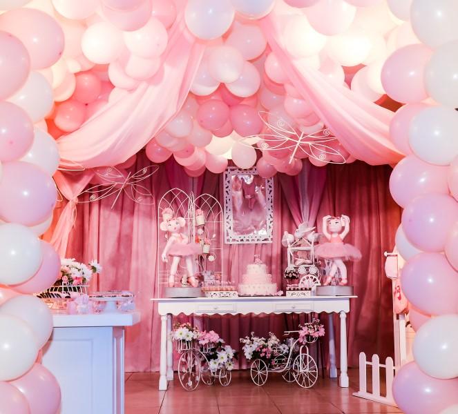 Decoração com balões estilo bailarina