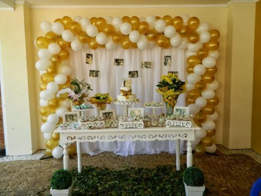 decoração com balões bodas de ouroo