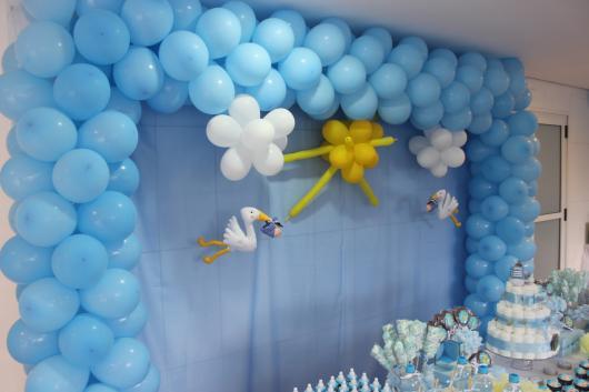 decoração com balões cha de bebe azul fraco