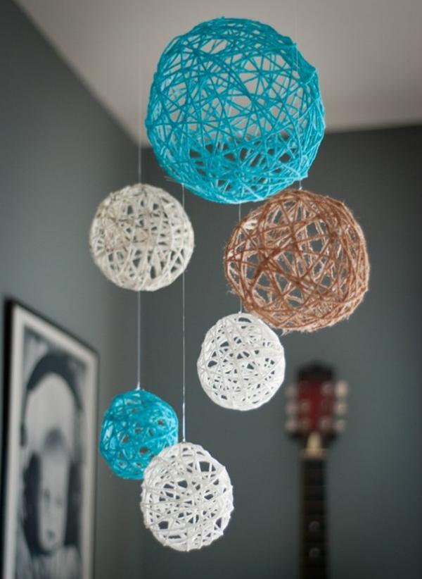 decoração com balões e barbante