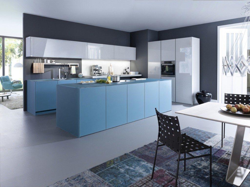 Cozinha azul fraco com azul acinzentado