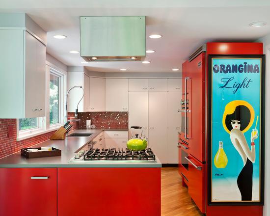 Cozinha azul misturado com vermelho