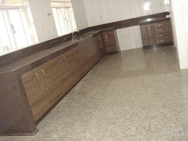 Piso para cozinha saiba qual usar com dicas e 60 modelos for Modelos de pisos de granito