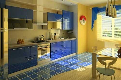 Mistura de azul no piso e amarelo nas paredes da cozinha