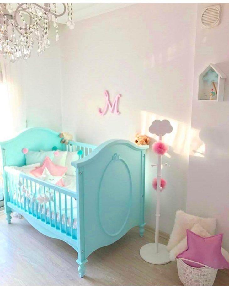 Quarto de bebe azul turquesa e rosa