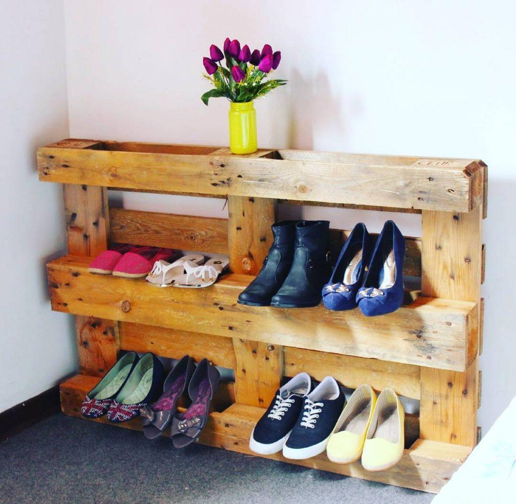 sapateira de pallet veja 70 modelos de como fazer o seu. Black Bedroom Furniture Sets. Home Design Ideas