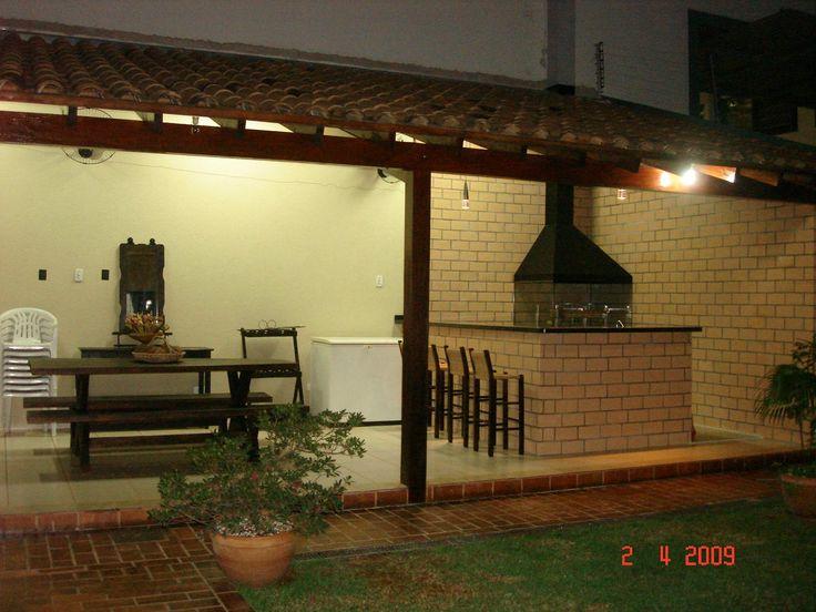 area de lazer pequena com balcão e iluminação