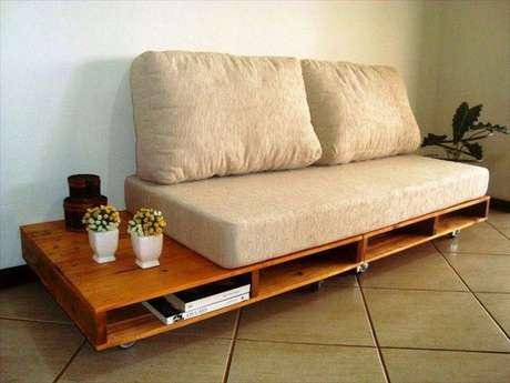 sofa de pallet envernizado pequeno