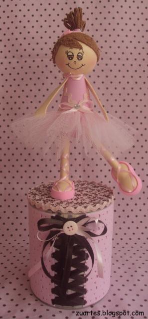 bailarina em cima de copinho para decorar