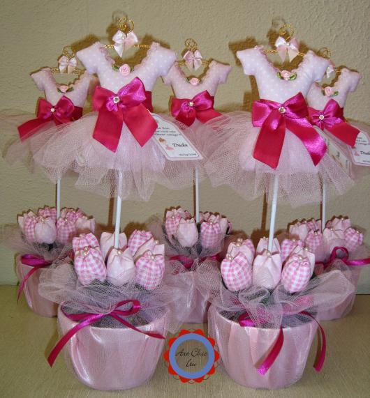 copinhos com rendinha rosa para combinar com a decoração