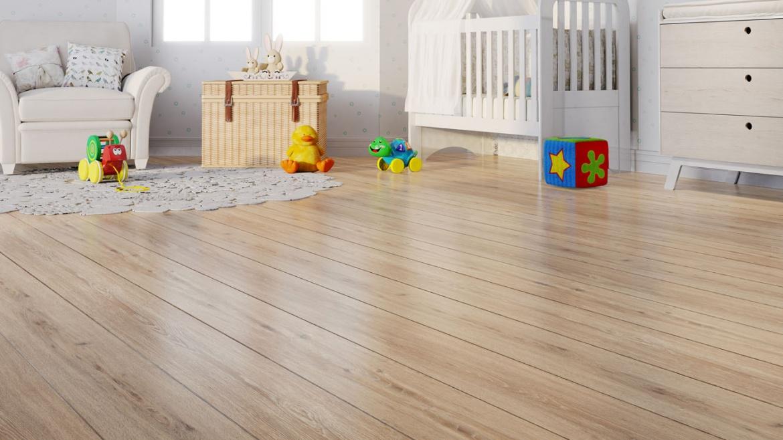 quarto de criança com piso laminado em tonalidade amadeirada