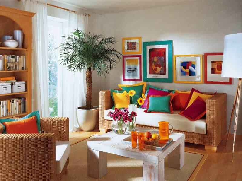 Fotos na partede bem coloridas com molduras