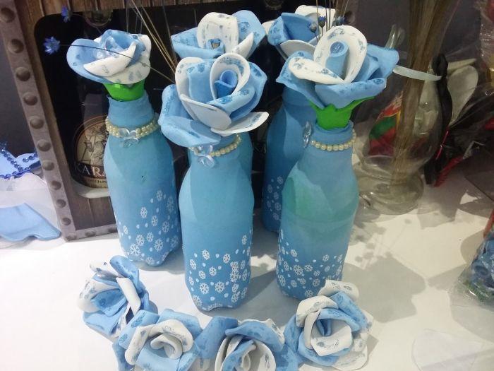 usando azul fraco para decorar objetos