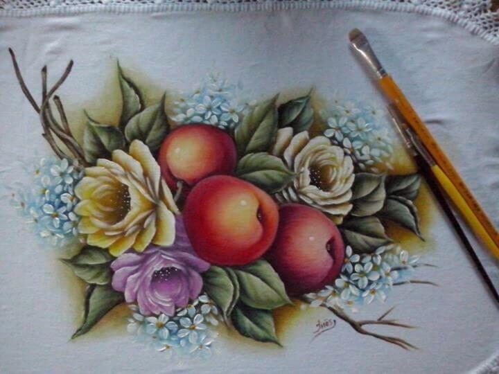 frutas pintadas em pano de prato
