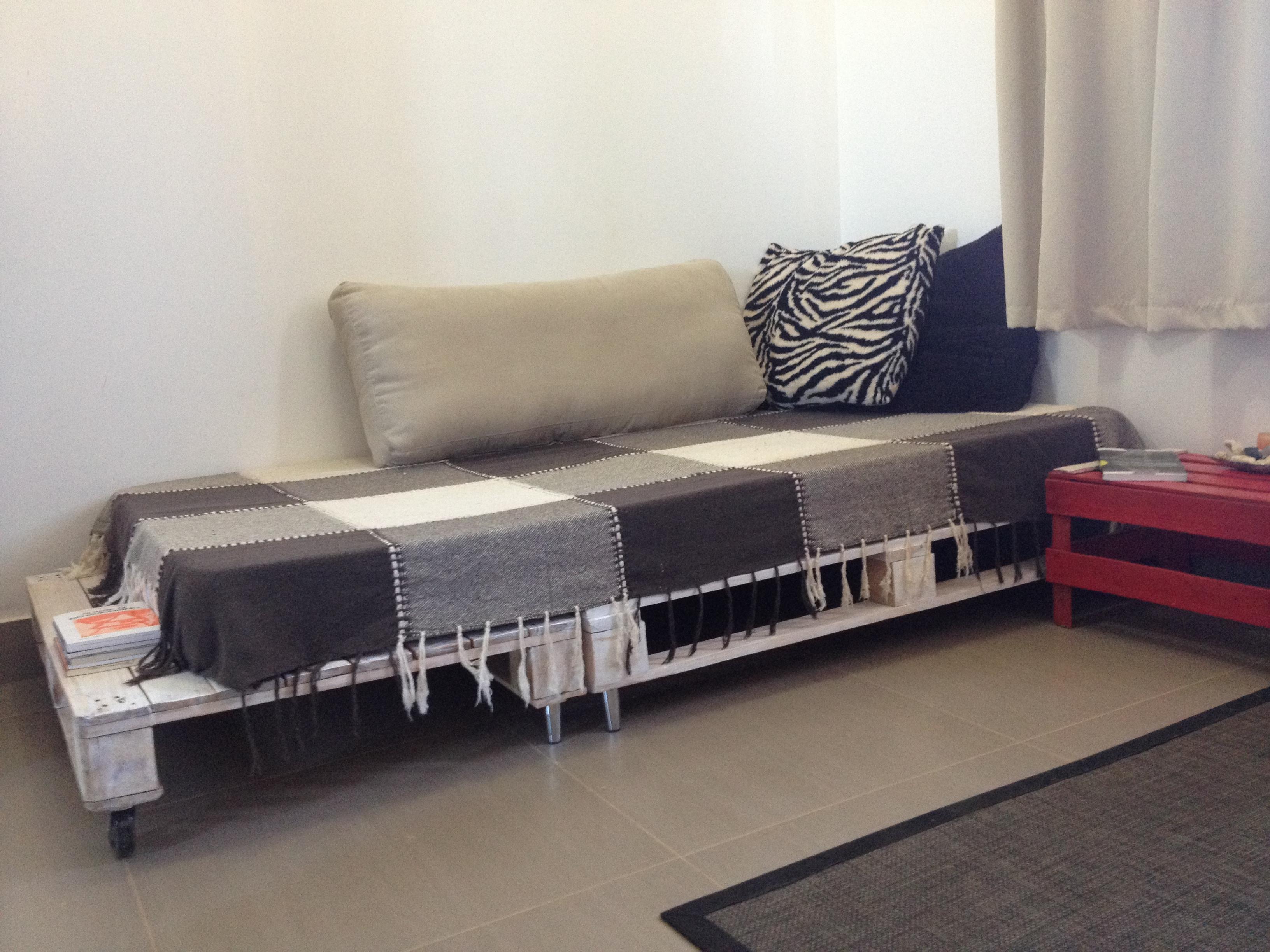 cama com dois pallets para suportar colchão de solteiro