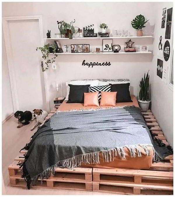 cama de chão feita com madeira de pallets em dauas camadas