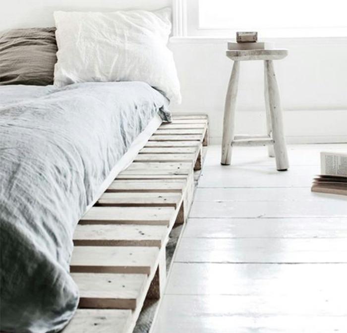canto de cama de chão cinza