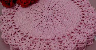 Jogo americano de crochê rosa