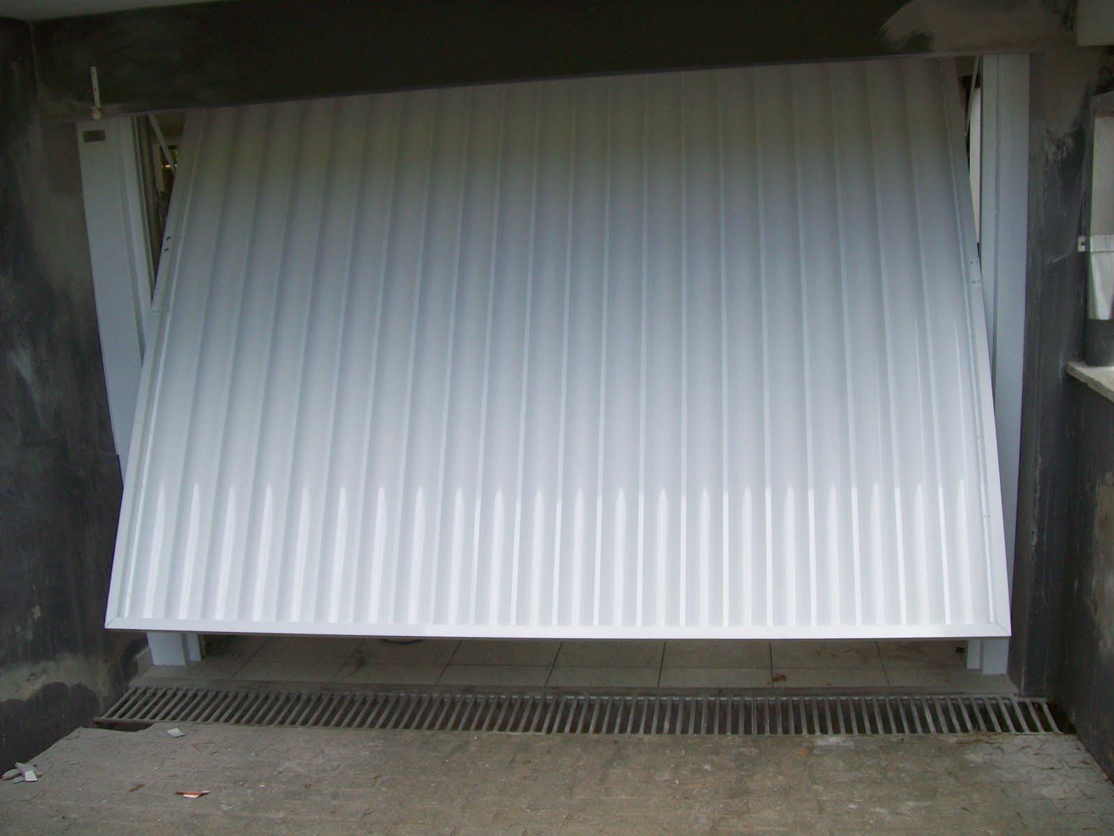 Portão de alumínio abertura para cima
